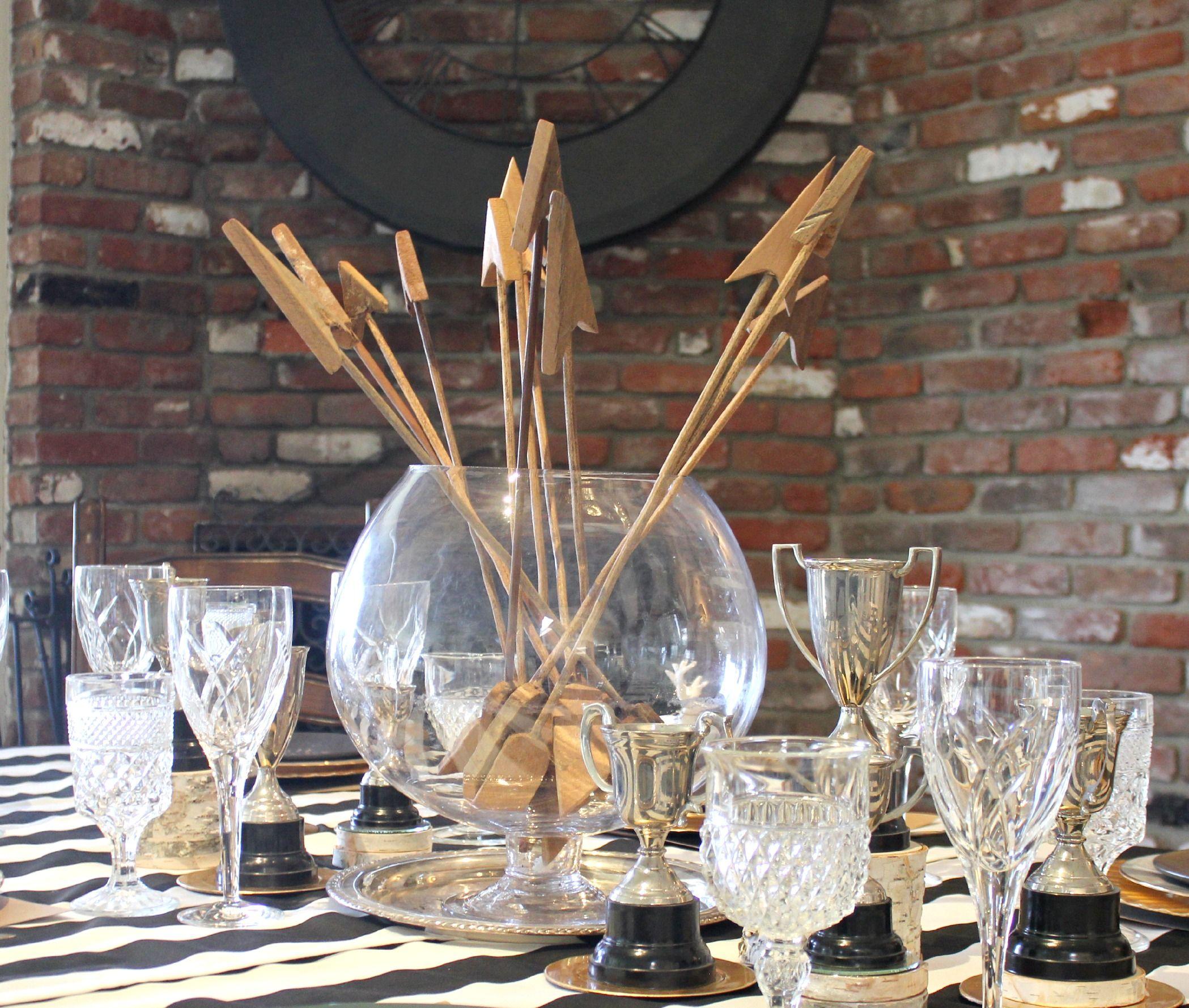 wooden arrow centerpiece // Thanksgiving table
