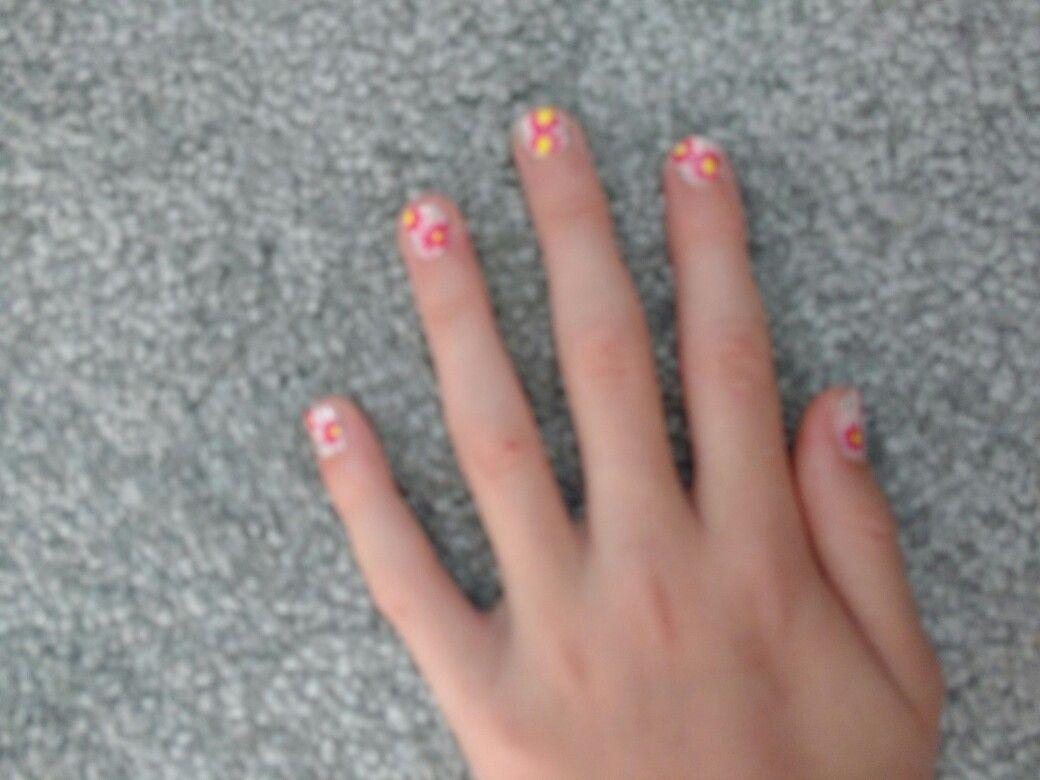 Cute Flower Nail Design For Short Bitten Nails Beauty