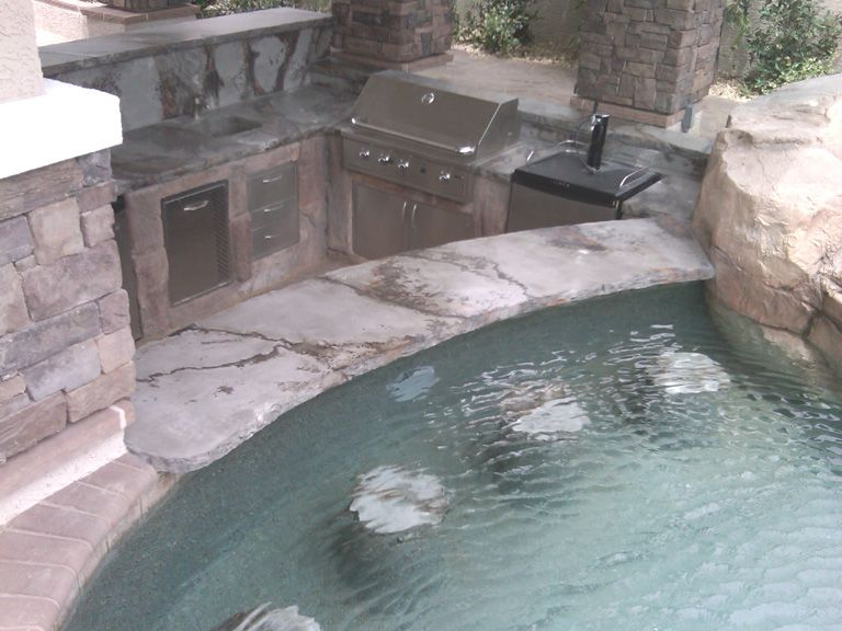 Swim up bar...yes, please!! | cool ideas outdoor | Pinterest ...
