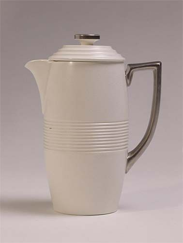 Designed by Keith Murray for J. Wedgwood & Sons, Etruria in 1939.