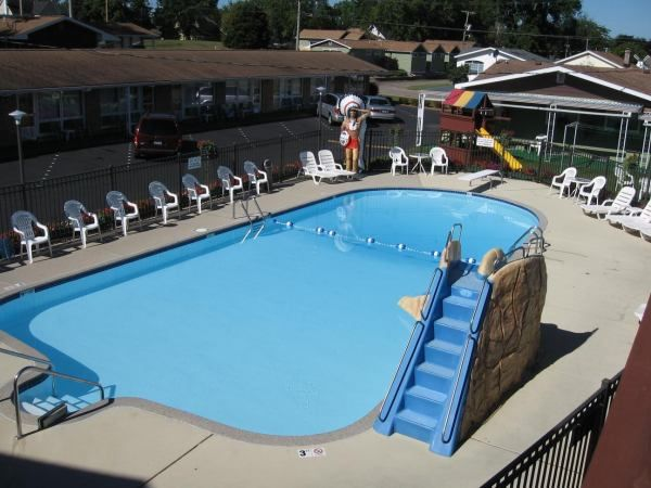 The Outdoor Pool At Blackhawk Motel In Wisconsindells Perfect