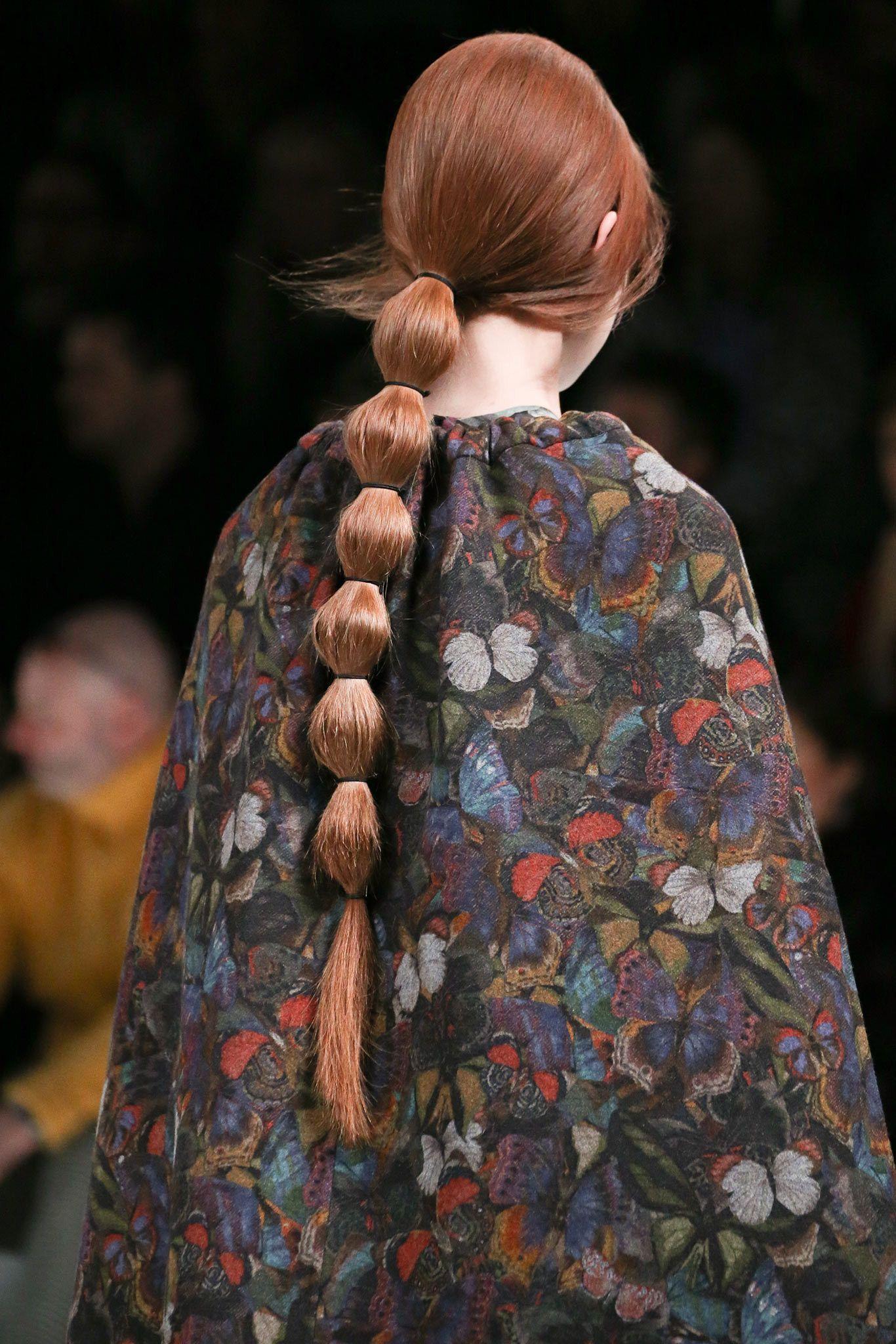Valentino Fall 2014 Ready To Wear Fashion Show In 2020 Catwalk Hair Runway Hair Long Hair Styles