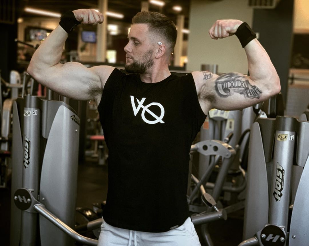 Patiently Flexing For A Vqfit Sponsorship Like Ifbb Classic Physique Npc Prep Gym Gymlife Gymtime Gy Fitness Inspiration Fit Motivation Fit Life