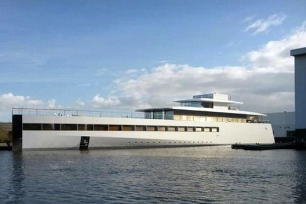The Apple-centric boat features seven 27-inch iMacs, an aluminum hull, and panes of ceiling-to-floor...