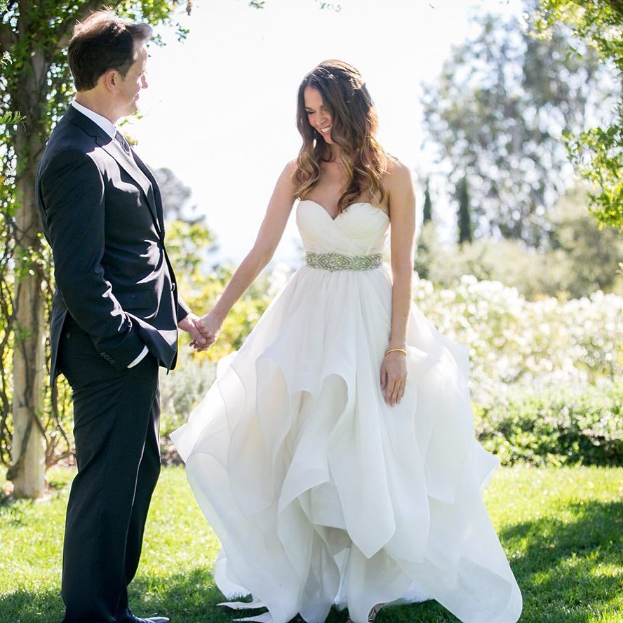 Gefallt 42 1 Tsd Mal 394 Kommentare Sutton Foster Suttonlenore Auf Instagram 3 Pretty Amazing Years 1 Wedding Dresses Celebrity Weddings Sutton Foster