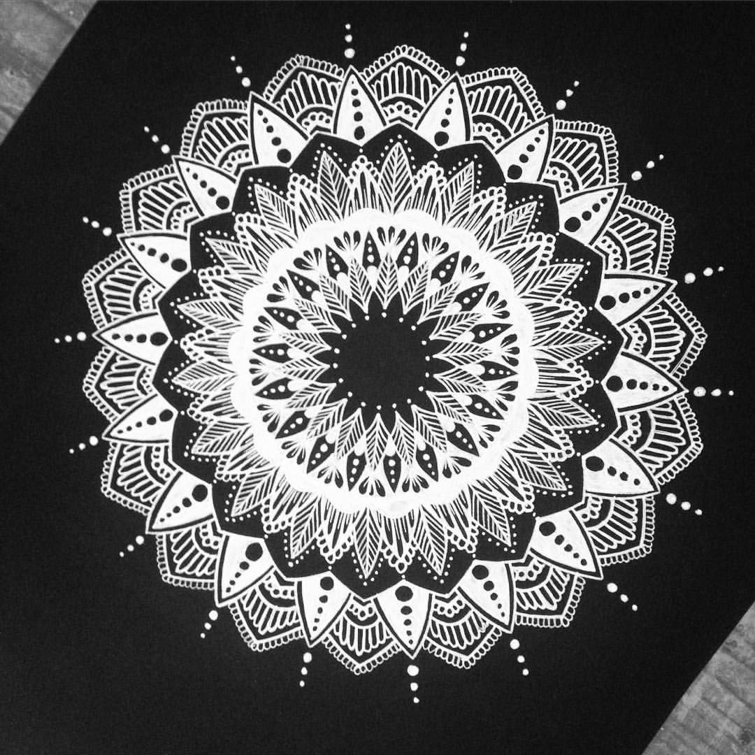 413 Likes 3 Comments Justyna Jochem Mandaluje On Instagram White On Black Mandala Mandalala Mandalaar Mandala Stencils Mandala Art Mandala Wallpaper
