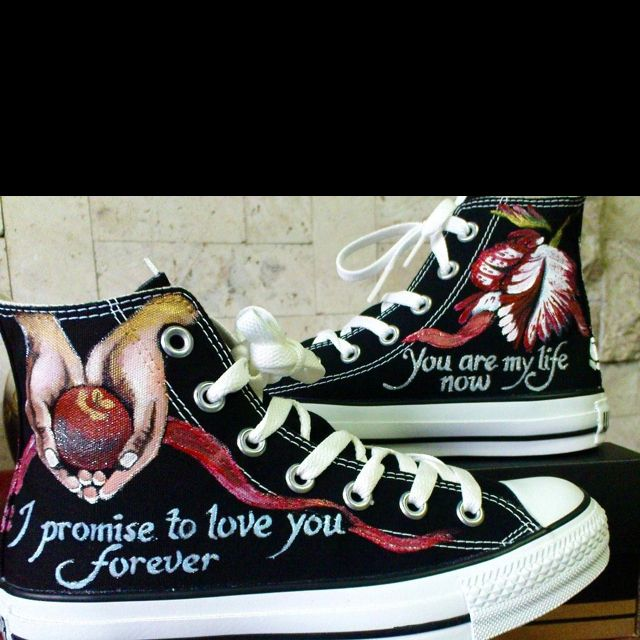 c4e0445d5225 Twilight Converse!!! Love 3