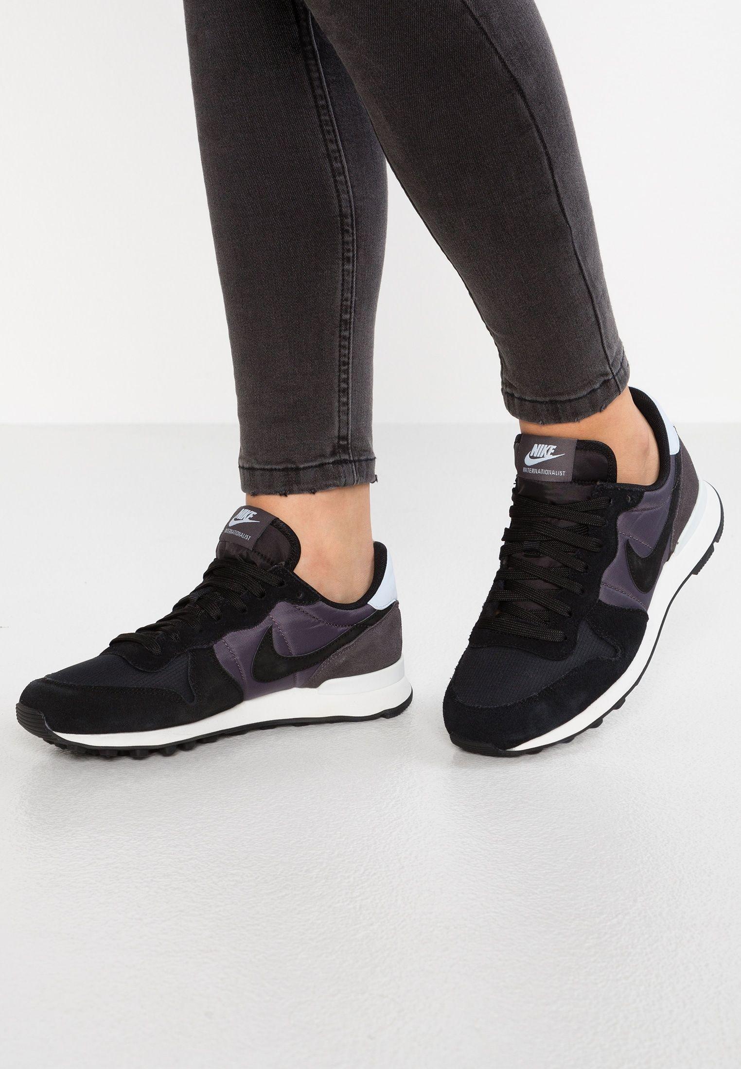 Pin By Patrycja St On 1 9 Nike Sportswear Sneakers Nike Sneakers