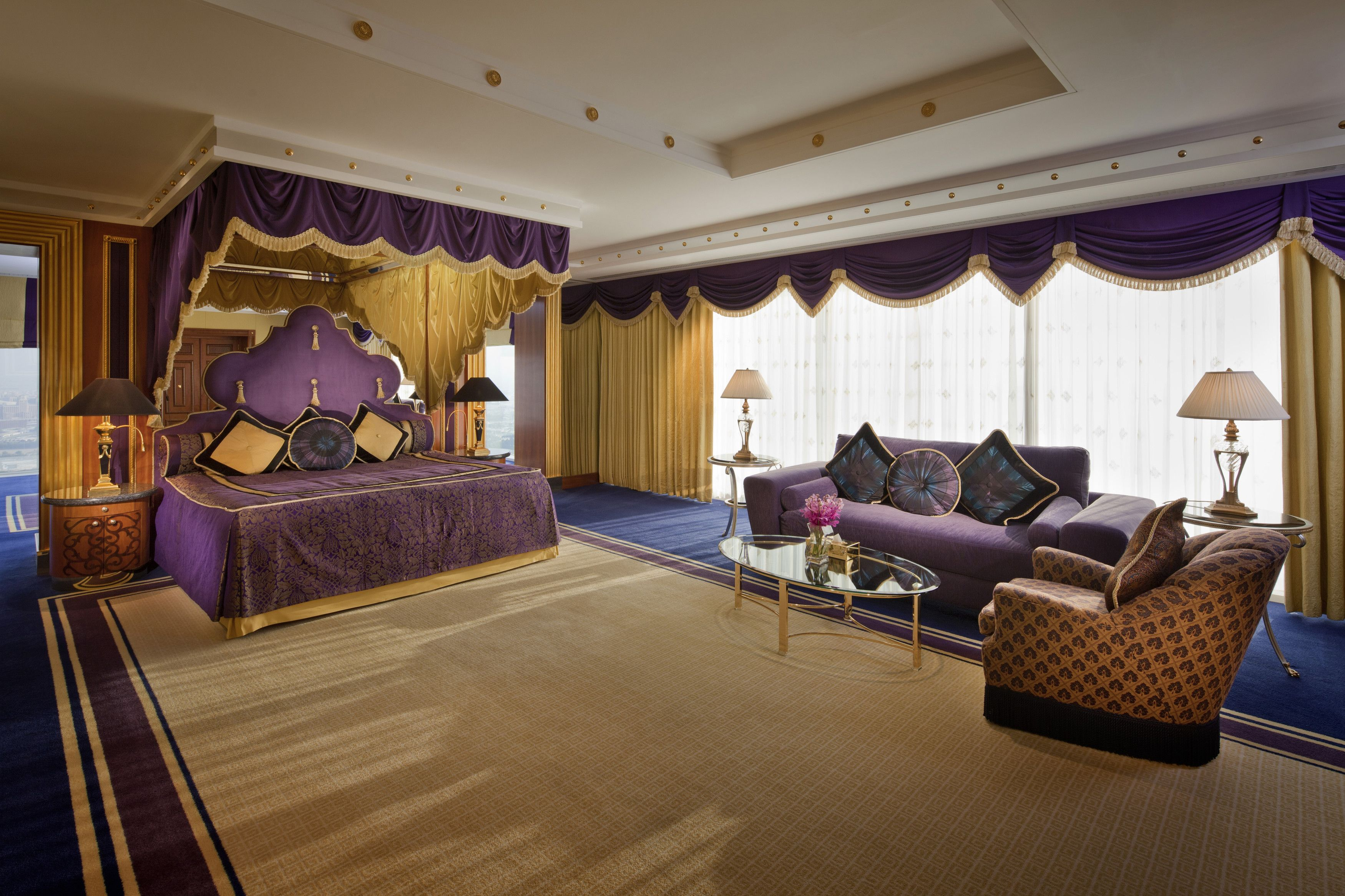 Burj al arab diplomatic suite master bedroom interior for Decoration interieur chambre hotel