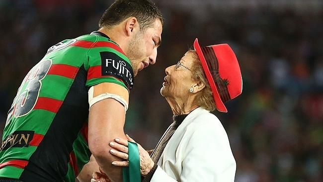 Sam Burgess Receiving The Clive Churchill Medal From Joyce Churchill Sam Burgess Rugby League Wests Tigers