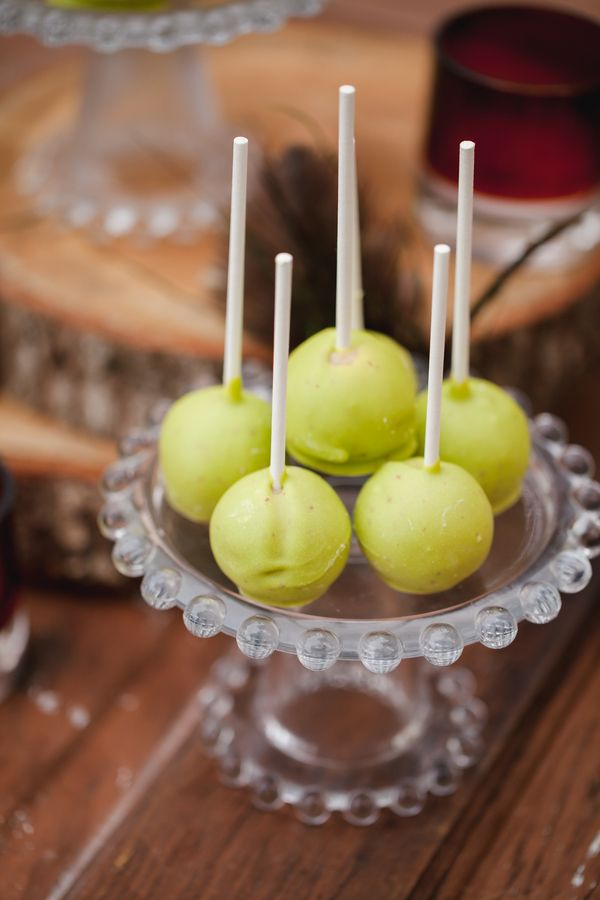 Caramel apple cake pops|Photographer: Casey Hendrickson Photography