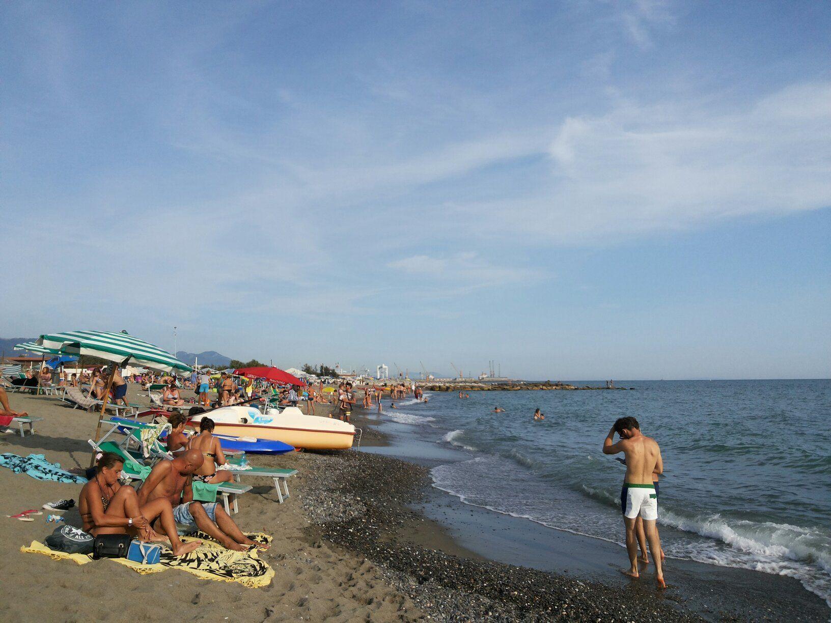 Spiaggia Libera Attrezzata Oasi Chiosco Marinella Di Sarzana