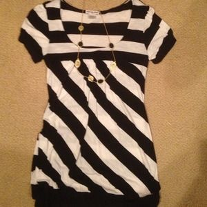 I just discovered this while shopping on Poshmark: Striped top. Check it out!  Size: L