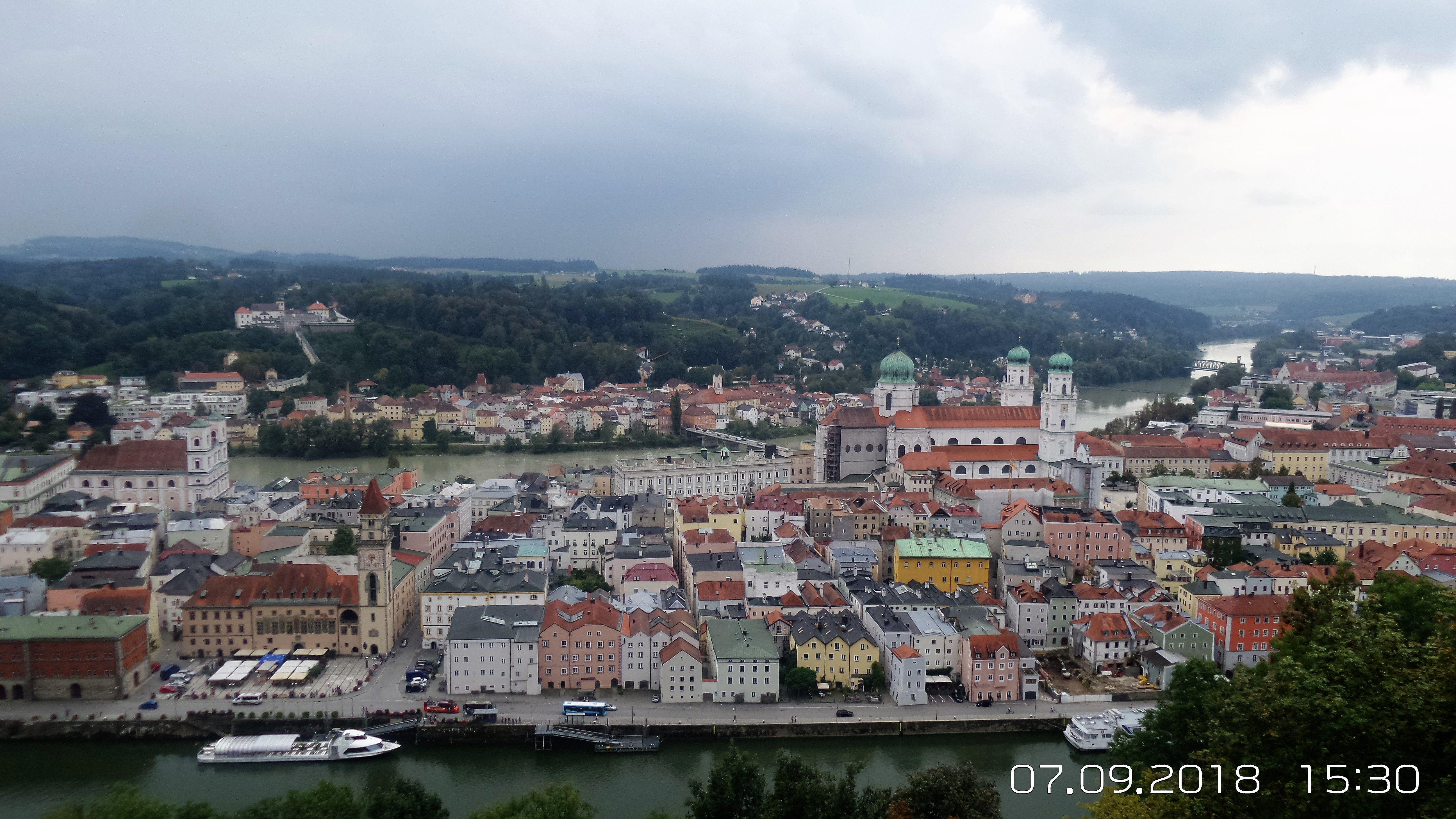 Bayern Passau Blick Von Der Oberen Veste Mit Bildern Historische Stadtkerne Altstadt Passau