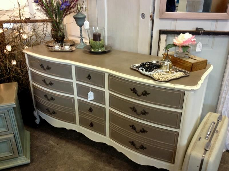 Two Toned Dresser French Provincial Dresser Painted With Annie Sloan Chalk Paint In Cocoa And O Refinishing Furniture Furniture Makeover Furniture Inspiration