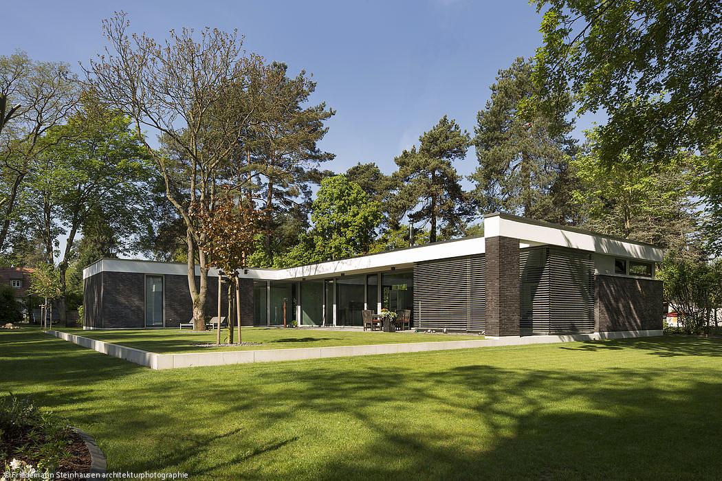 Moderne einfamilienhauser aus backstein for Moderne cube hauser