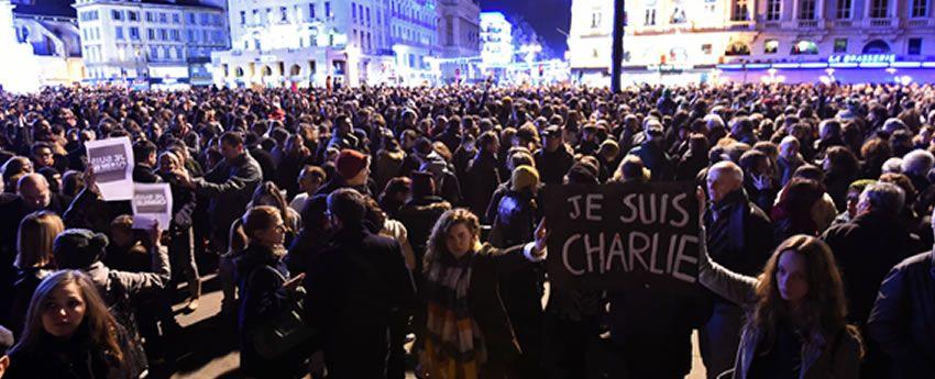 En el atentado contra Charlie Hebdo murieron doce personas, entre ellas el director y tres afamados dibujantes.