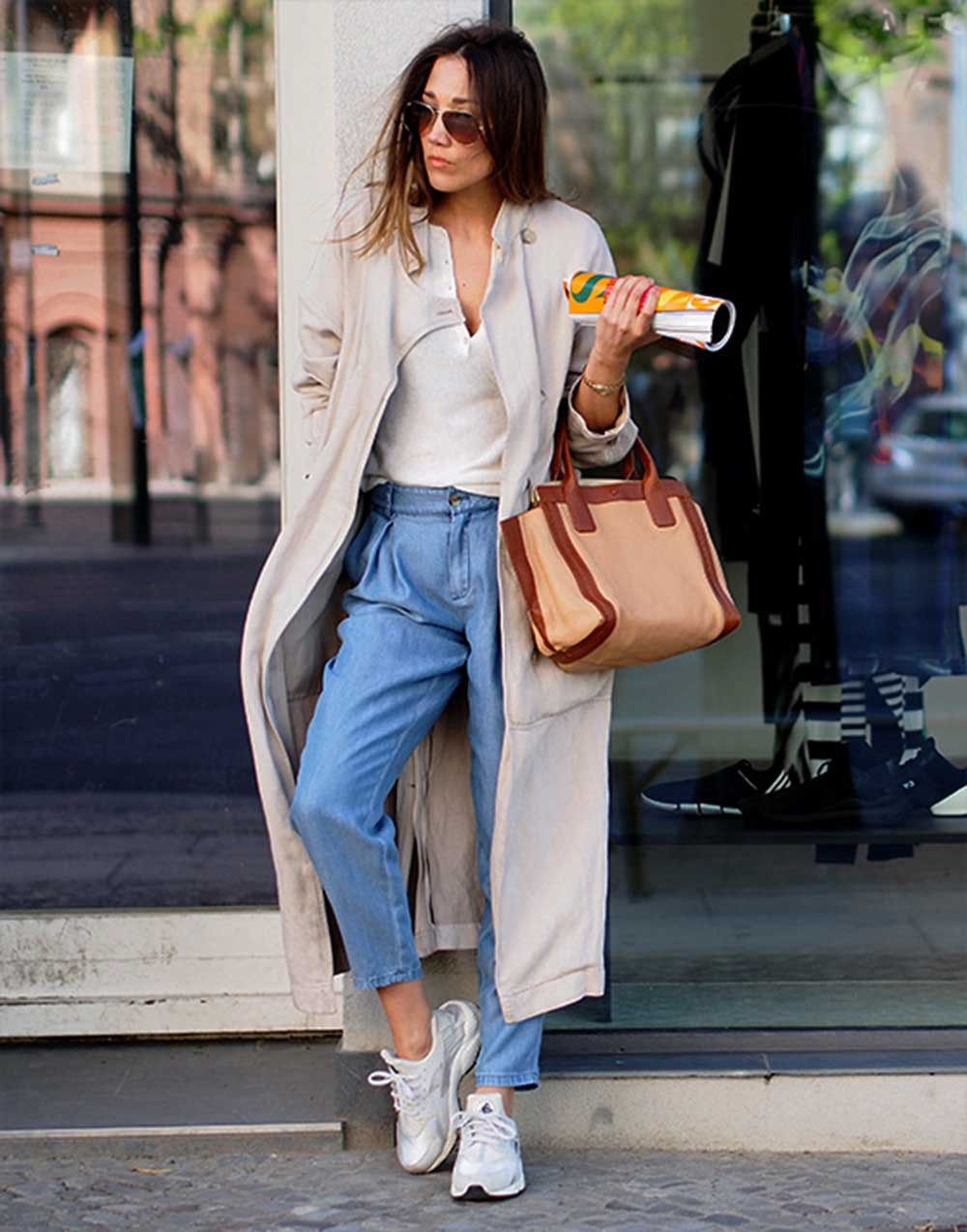 544fdb63ae4b how to wear sneaker styling tipps trenchcoat closed nike huarache blogger  style