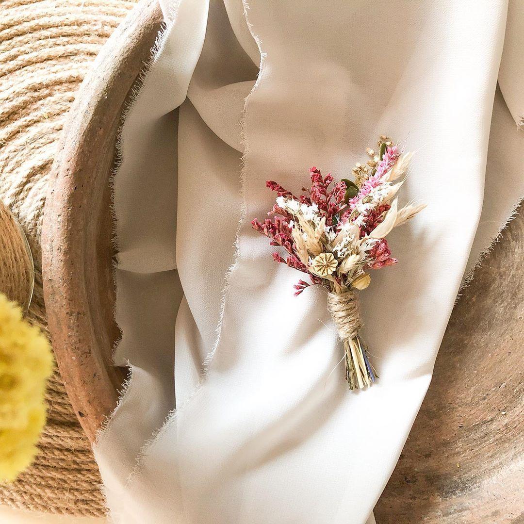 """B E E T A S A R I M © on Instagram: """"Damatlar çiçeklensin! #damatyakaçiçeği #düğünümüzvar #sağdıçyakaçiçeği #gelinbuketi #tatarica #gelindamatpozlari💕 #bartındüğünfotoğrafçısı…"""""""