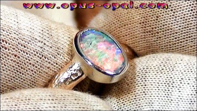 Goldring mit tollem Black Crystal Opal 0,91 ct