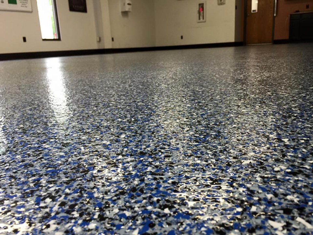 Slip Resistant Decorative Epoxy Flake Floor Coating In