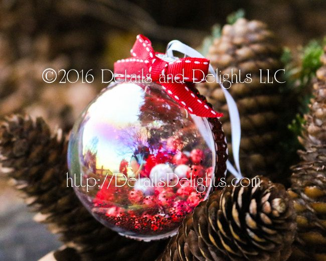 Berry Blast Red White Glass Round Ornament, Red White Stitched