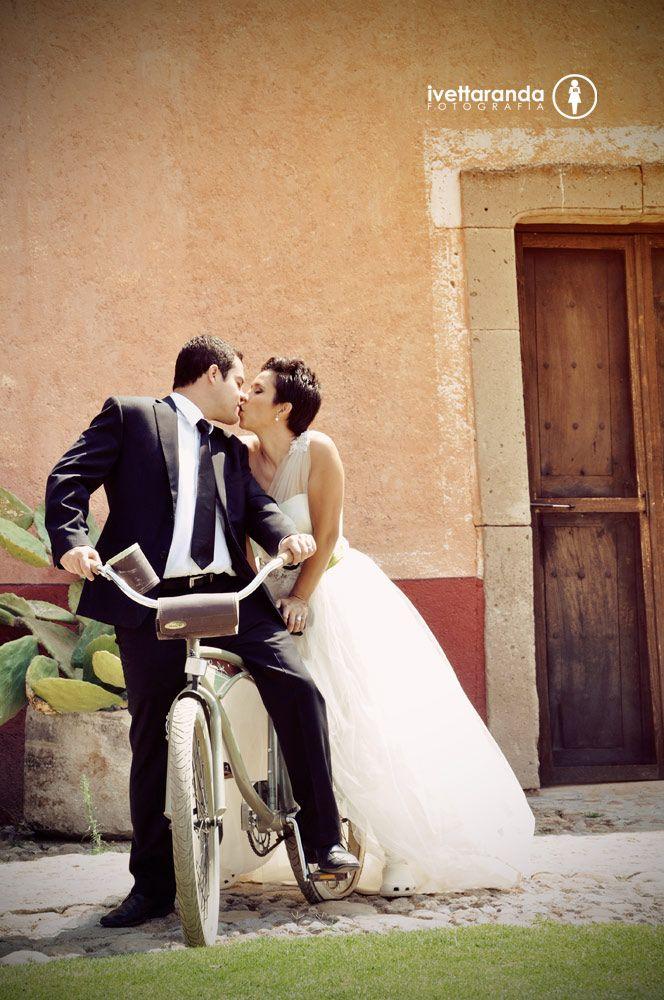 C+D Fotografía de Bodas #fotografiadebodas #bodas #fotografia #iarandafoto #novios #bicicleta