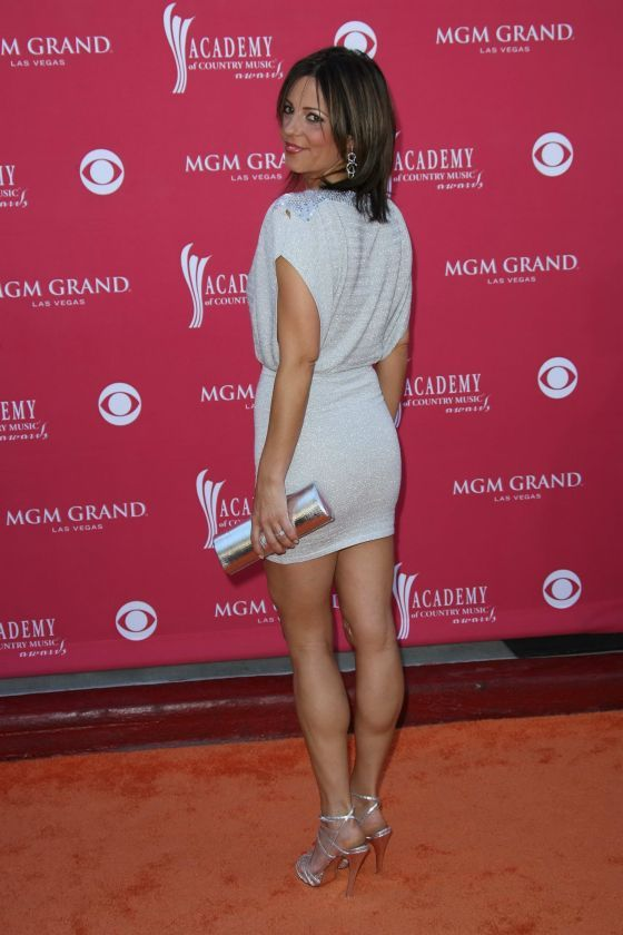 sara evans   i want those legs  u0026 butt   need her workout