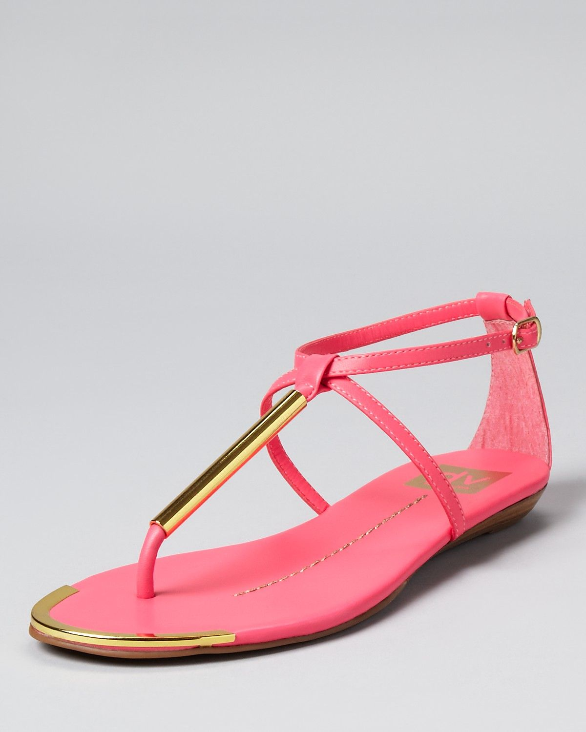 8b8ad21ae948 These Dolce Vita Archer Flat Sandals are a summer must-have!