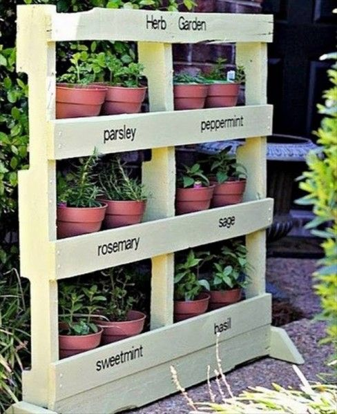 12 fantastiques jardins verticaux r alis s avec palettes plantes fleurs et fines herbes des. Black Bedroom Furniture Sets. Home Design Ideas