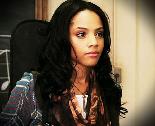 Photo of Bianca Lawson and her 2018 clean make up style, products & tips