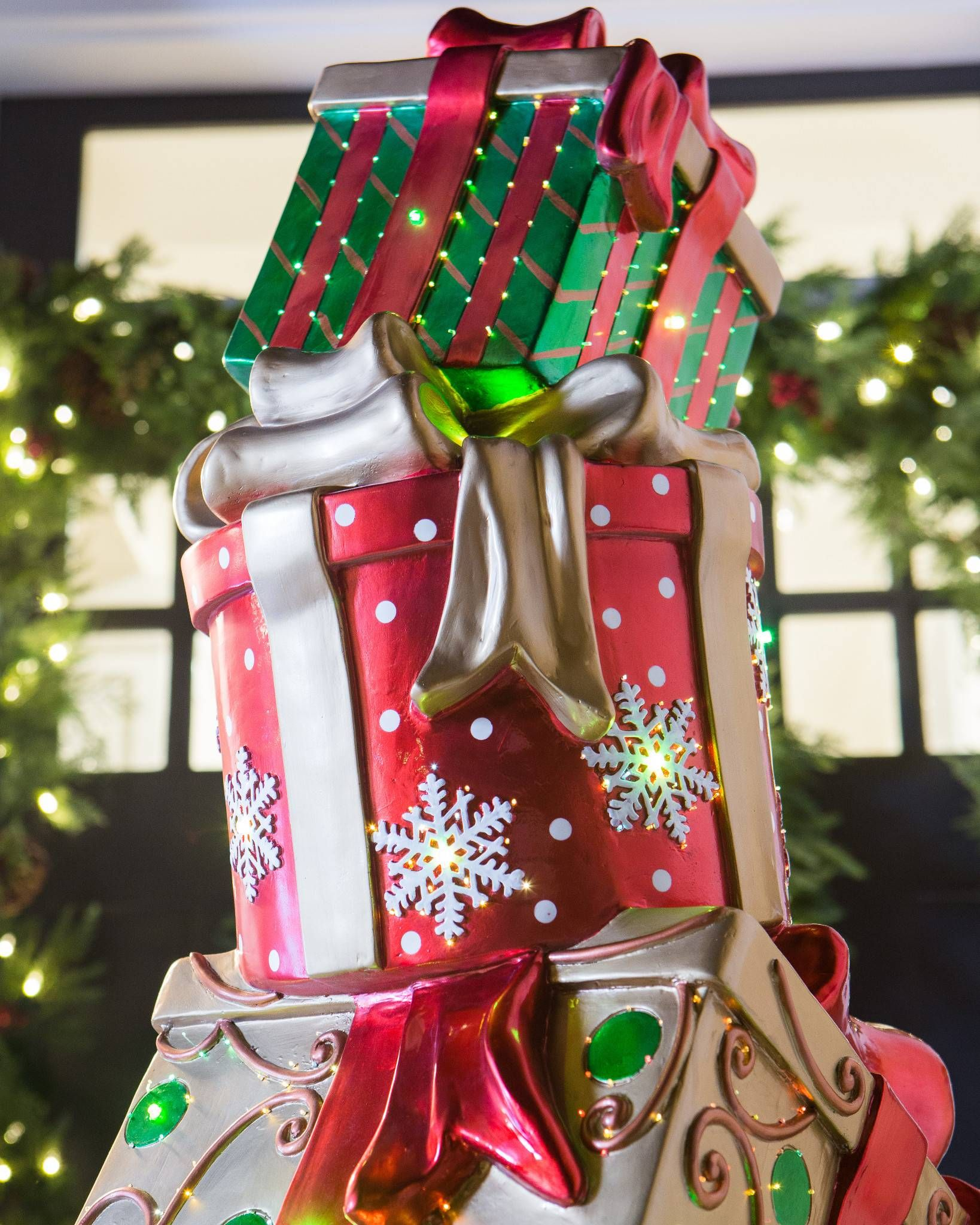 High Quality Detais Of The Outdoor Fiber Optic Dazzling Stacked Presents