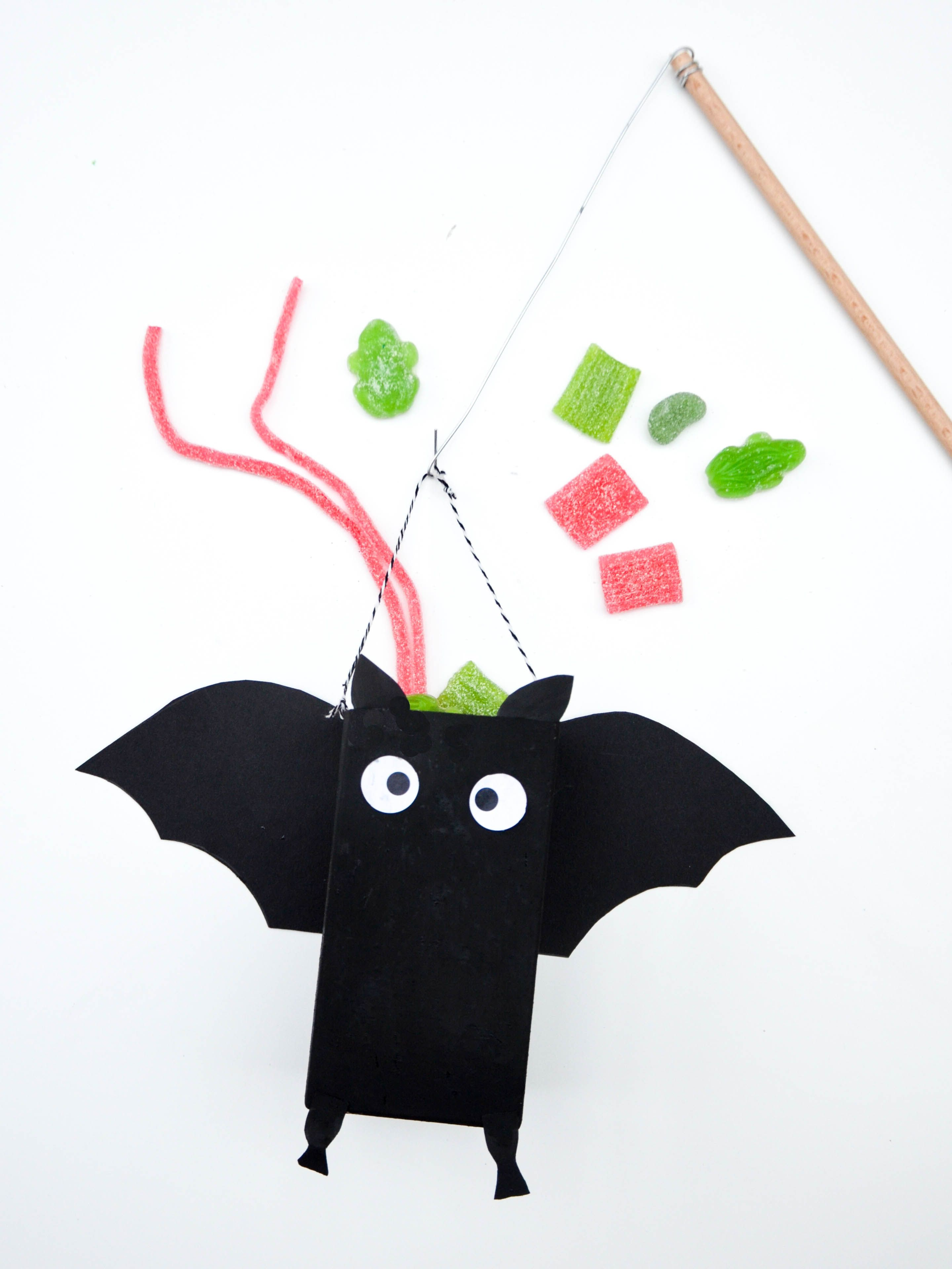 Fledermaus-Angel für Halloween | Fledermaus basteln, Süßes oder ...