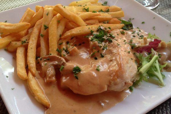 Escalopes De Poulet Sauce Normande Recipe Chicken Recipes Food Recipes