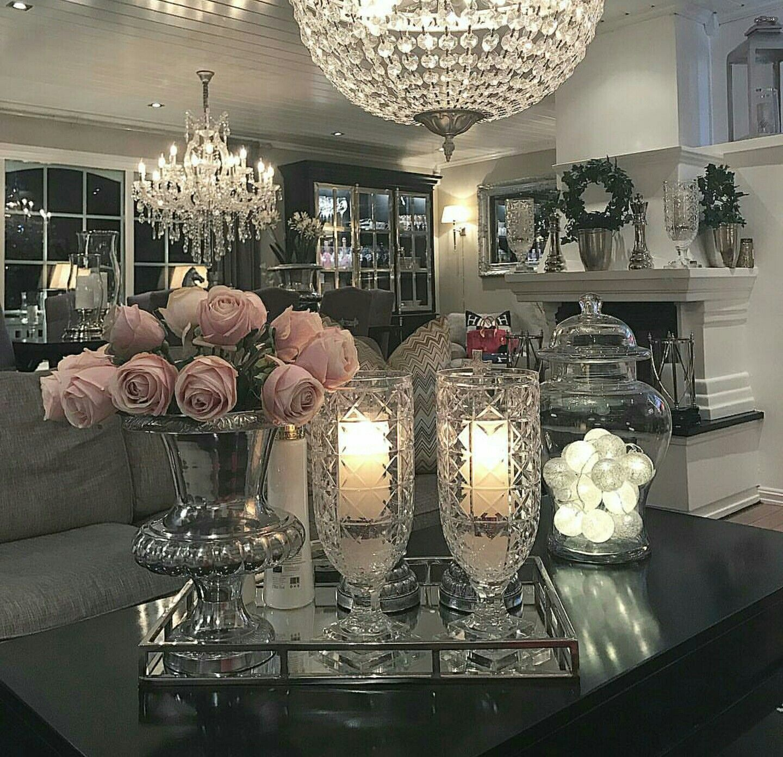 Photo of Stue rosa blomster / krystallvase