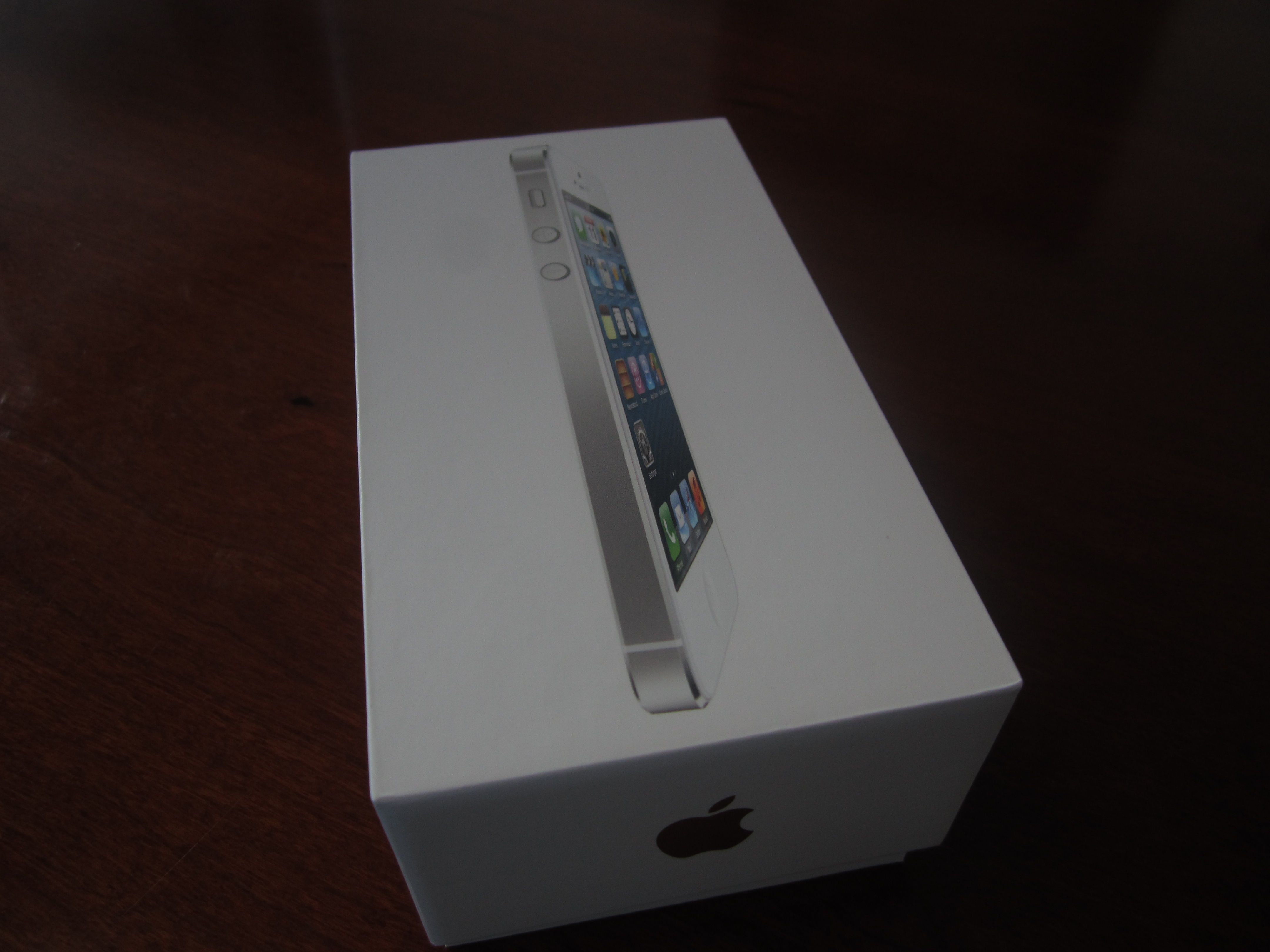 Drum roll please!! iPhone 5 unboxing
