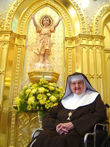 MAchapel ~ Mother Angelica remains on feeding tube. Update: http://olamnuns.com/mother-angelica/update.html
