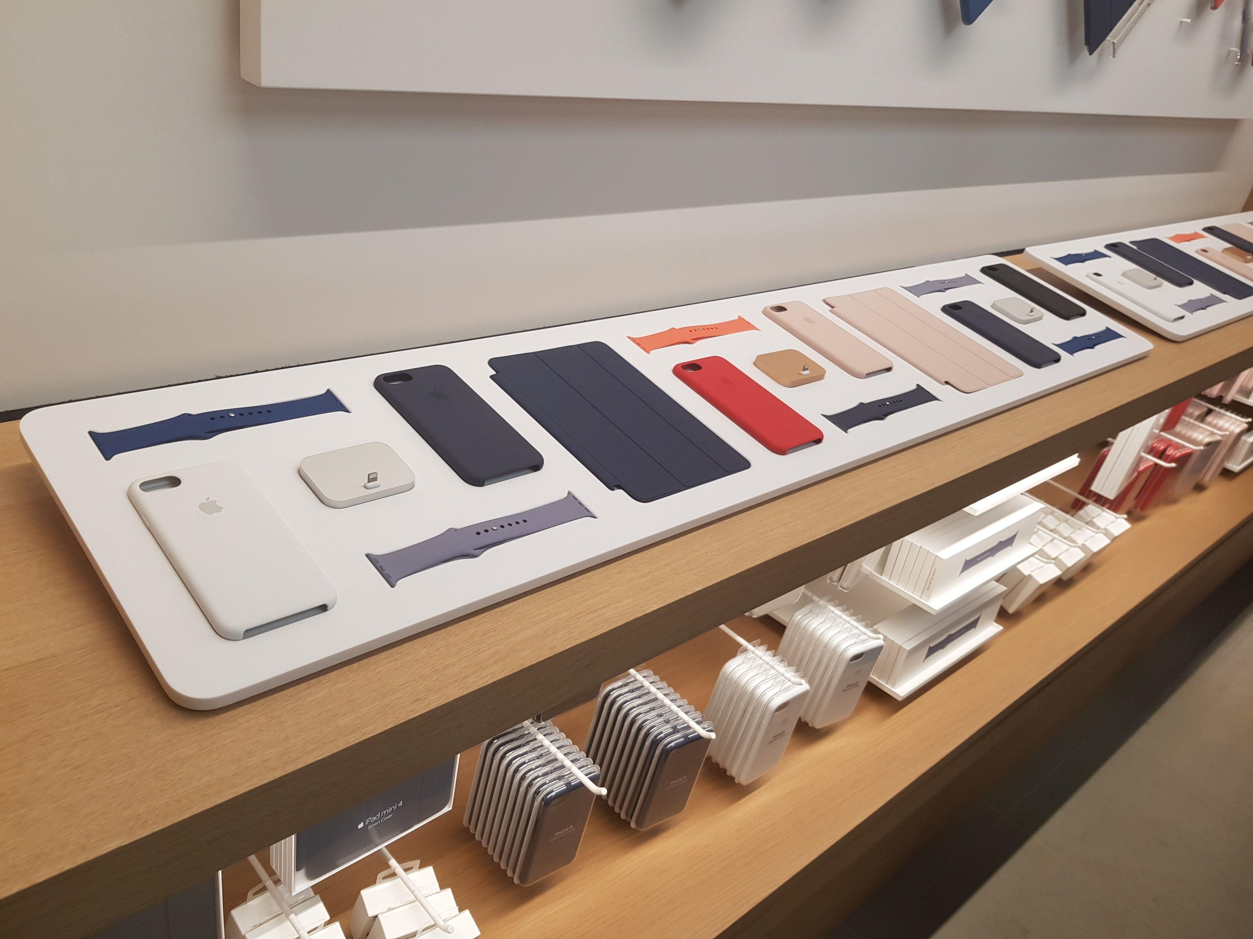 Apple Store Covent Garden Accessory Wall Apple Store Design Apple Store Interior Mobile Shop Design