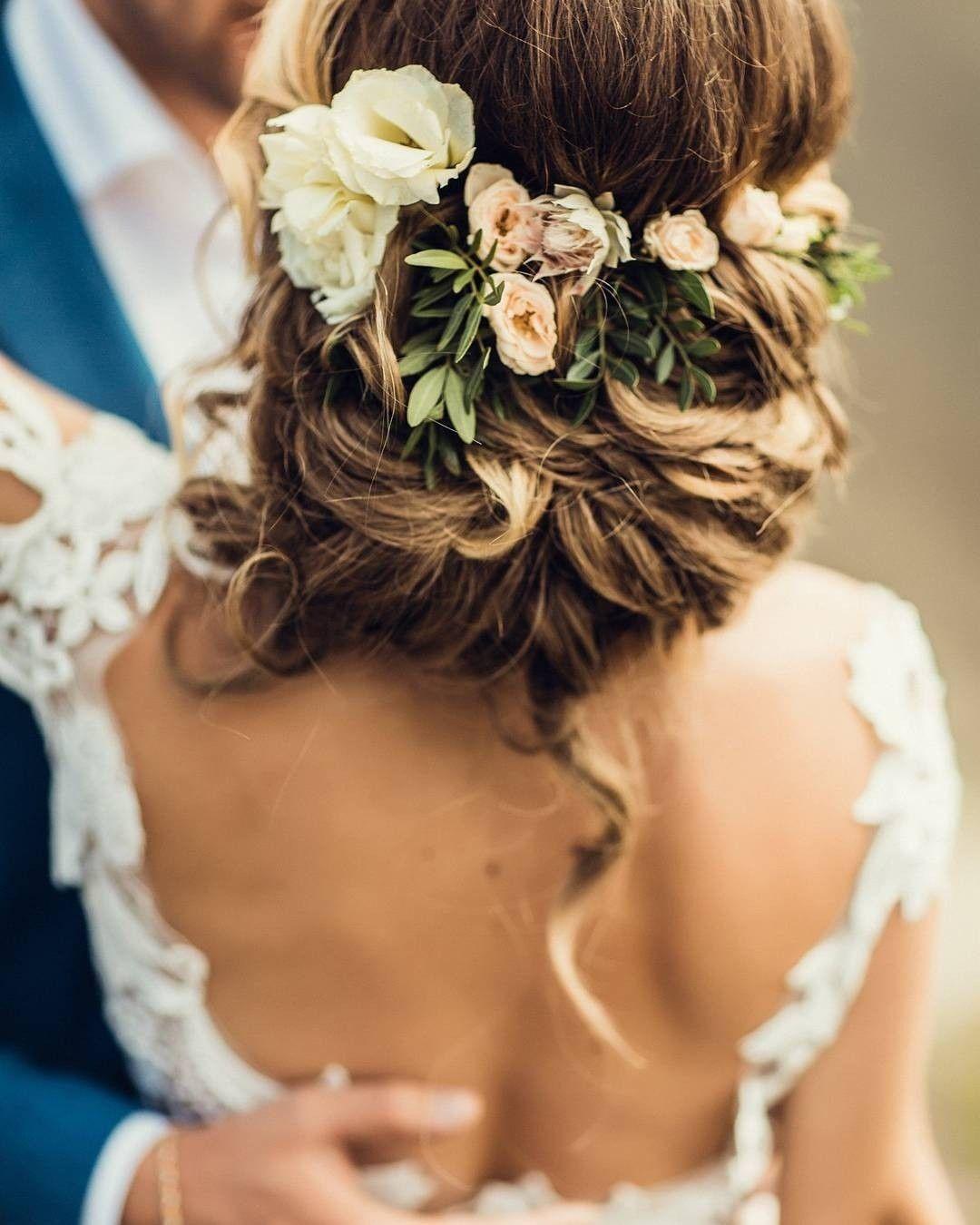 #brautstyling #brautfrisur #blumen #braut #hochzeitstrends #bride #hochzeit #Wedding #blumen #Hochzeitsideen #hairstyle #bridalhairflowers