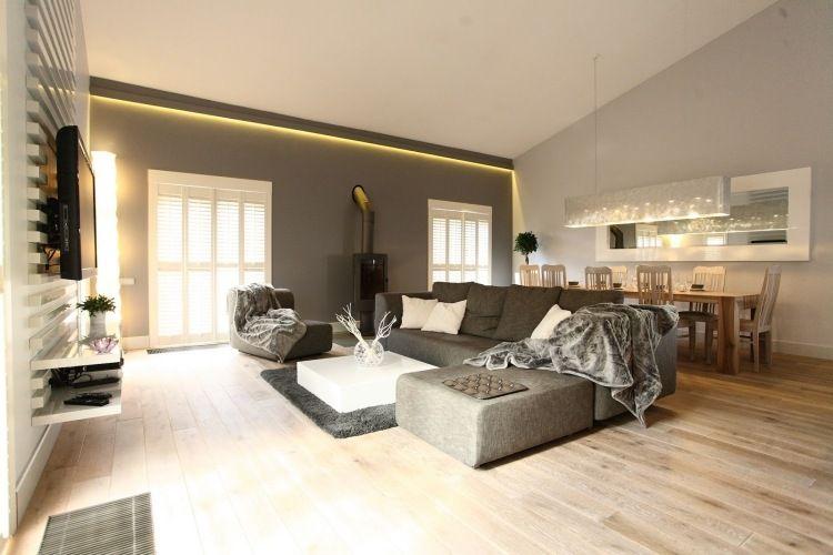 modernes wohnzimmer in grau und weiß mit essbereich | altbau