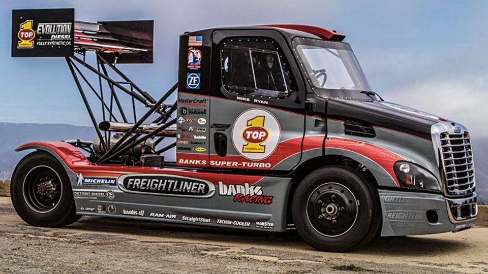 2 000 Hp Banks Super Turbo Freightliner Hauls Out To Pikes Peak Super Turbo Freightliner Drifting Cars