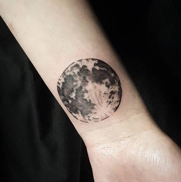 1000 Ideas About Realistic Moon Tattoo On Pinterest Moon Tattoos Realistic Moon Tattoo Moon Tattoo Tattoos