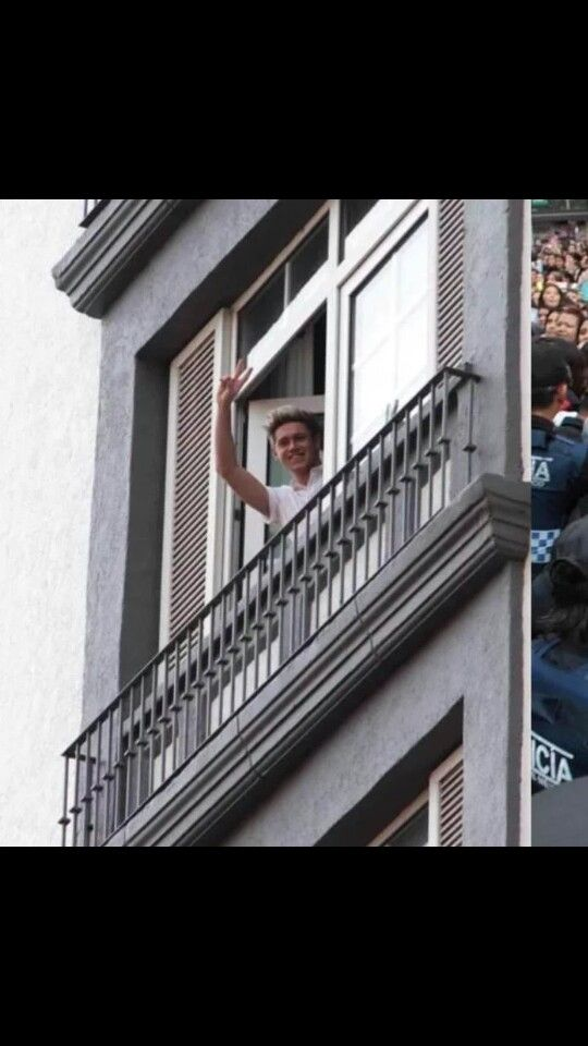 And Niall waving to fans today