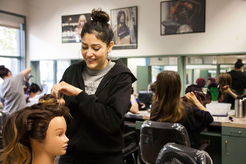 Esthetician Schools for Skincare Classes/Courses in Los