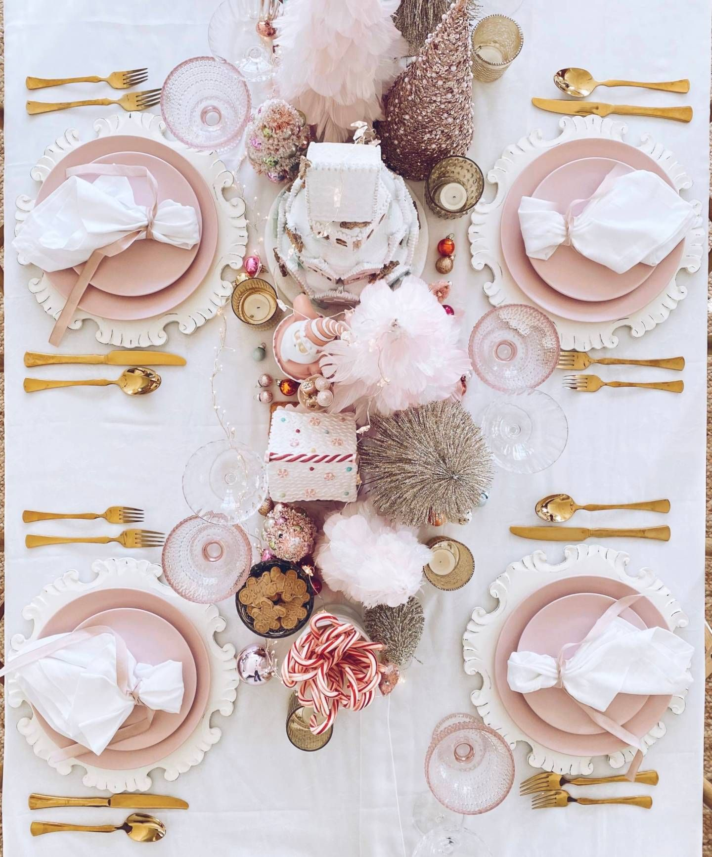 Pink Christmas Table Decorations A Pink Wonderland Dinner Christmas Table Decorations Christmas Table Settings Pink Christmas