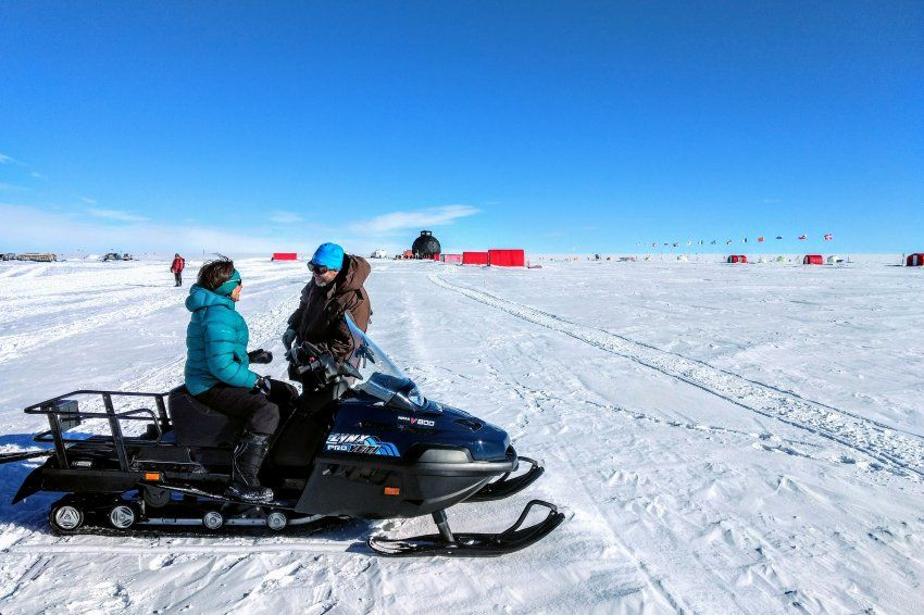 A River of Ice   Der Spiegel   A spectacular research project has commenced in Greenland: Scientists are drilling core samples from a huge ice stream. They want to examine its stability -- and how it could affect global sea Levels.