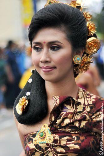 Secara Umum Pakaian Adat Tradisional Yang Dikenakan Oleh Pria Bali