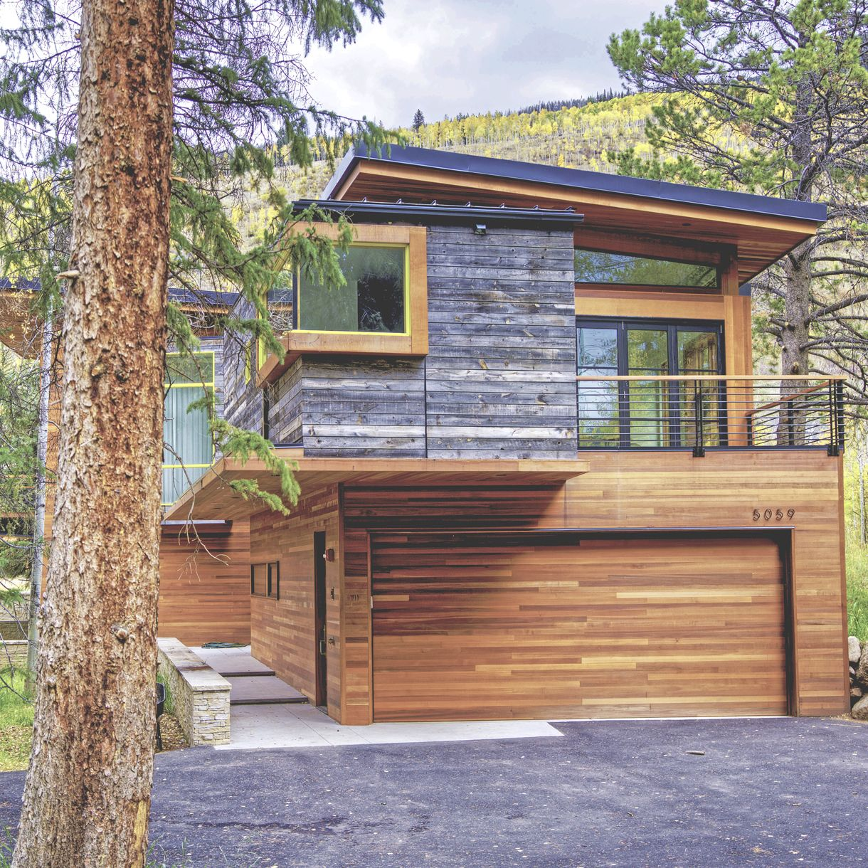 Modern Mountain House In Vail Co With Reclaimed Wood Exterior Siding Reclaimedwood Architecture Re Wood Siding Exterior Reclaimed Wood Siding Wood Siding