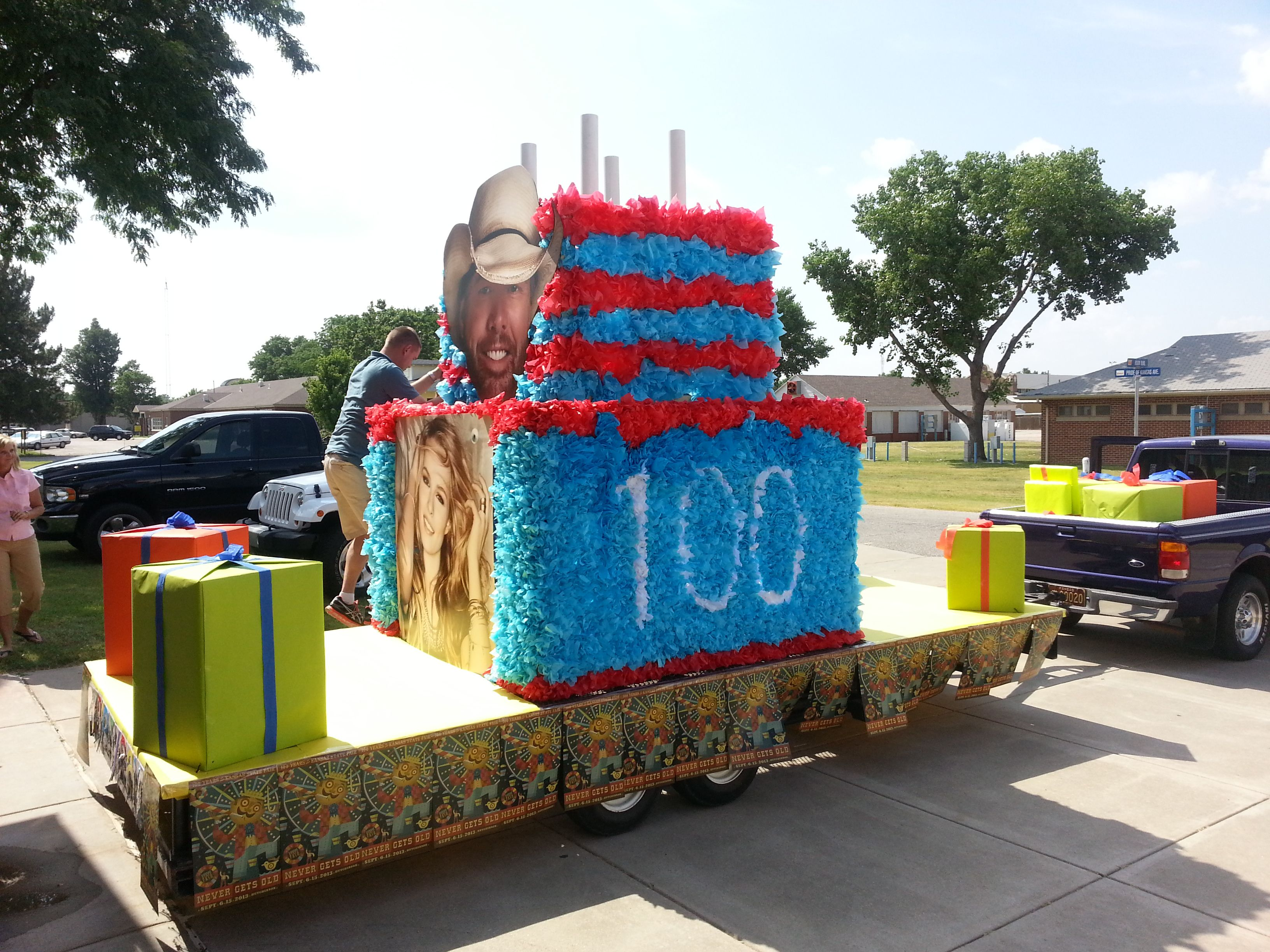 2013 Kansas State Fair Parade Float Vegas Cake Cake
