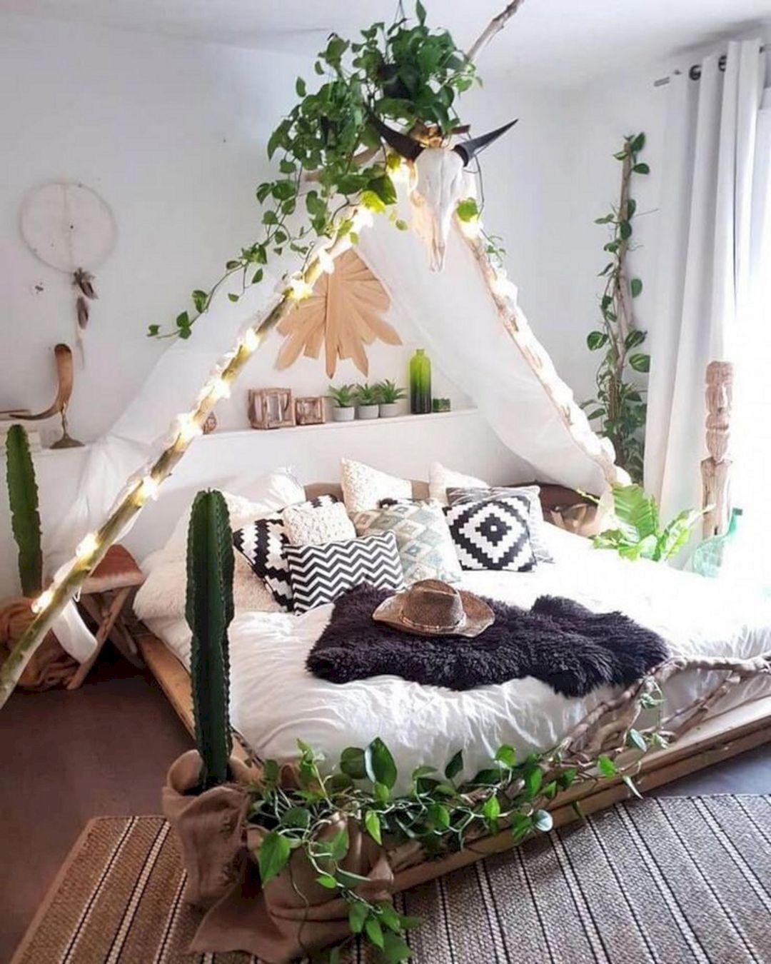 20 Wonderful Bohemian Minimalist Bedroom Ideas You Have To See Bohemian Bedroom Design Boho Bedroom Decor Bedroom Makeover Minimalist boho bedroom ideas